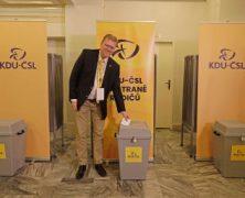 Své bývalé předsedy KDU-ČSL (většinou) nezatracuje